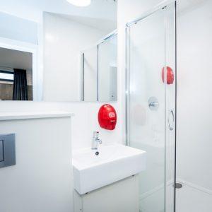 Euro Hostel Glasgow VIP Suite Bathroom